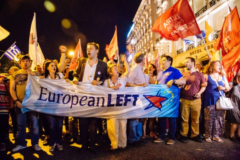 Th bloc of the European Left celebrates at Syntagma, 5.7.2015. Photo: Angelos Kalodoukas